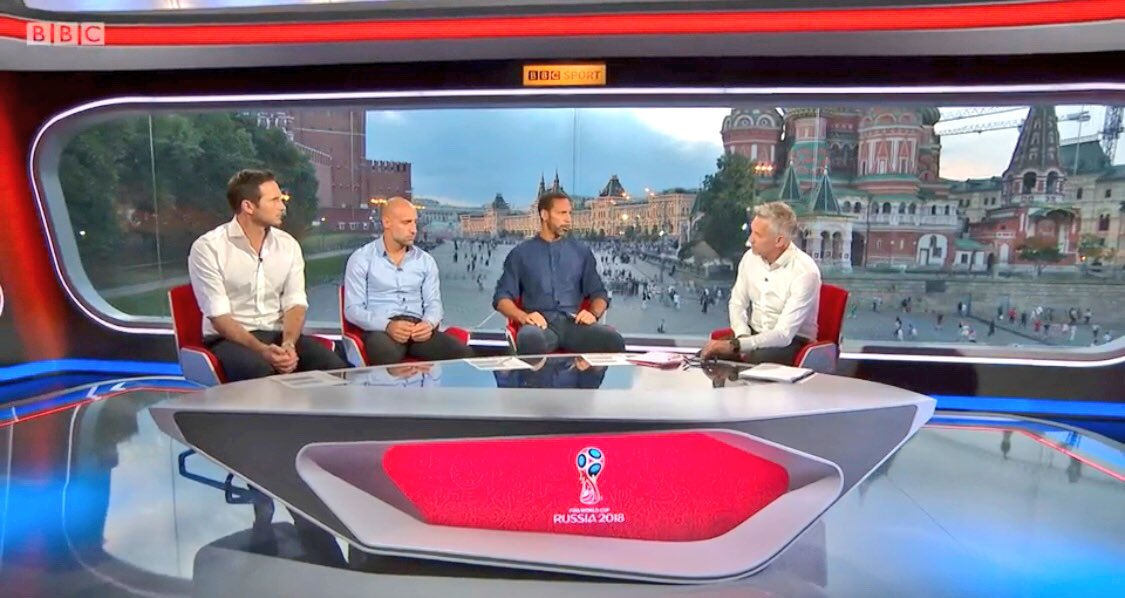 Studio settings tonight for #SRBSUI ⚽️ P.S think Lamps is sat on a couple cushions @BBCMOTD 🤣🤣 https://t.co/wQsSsKA13V