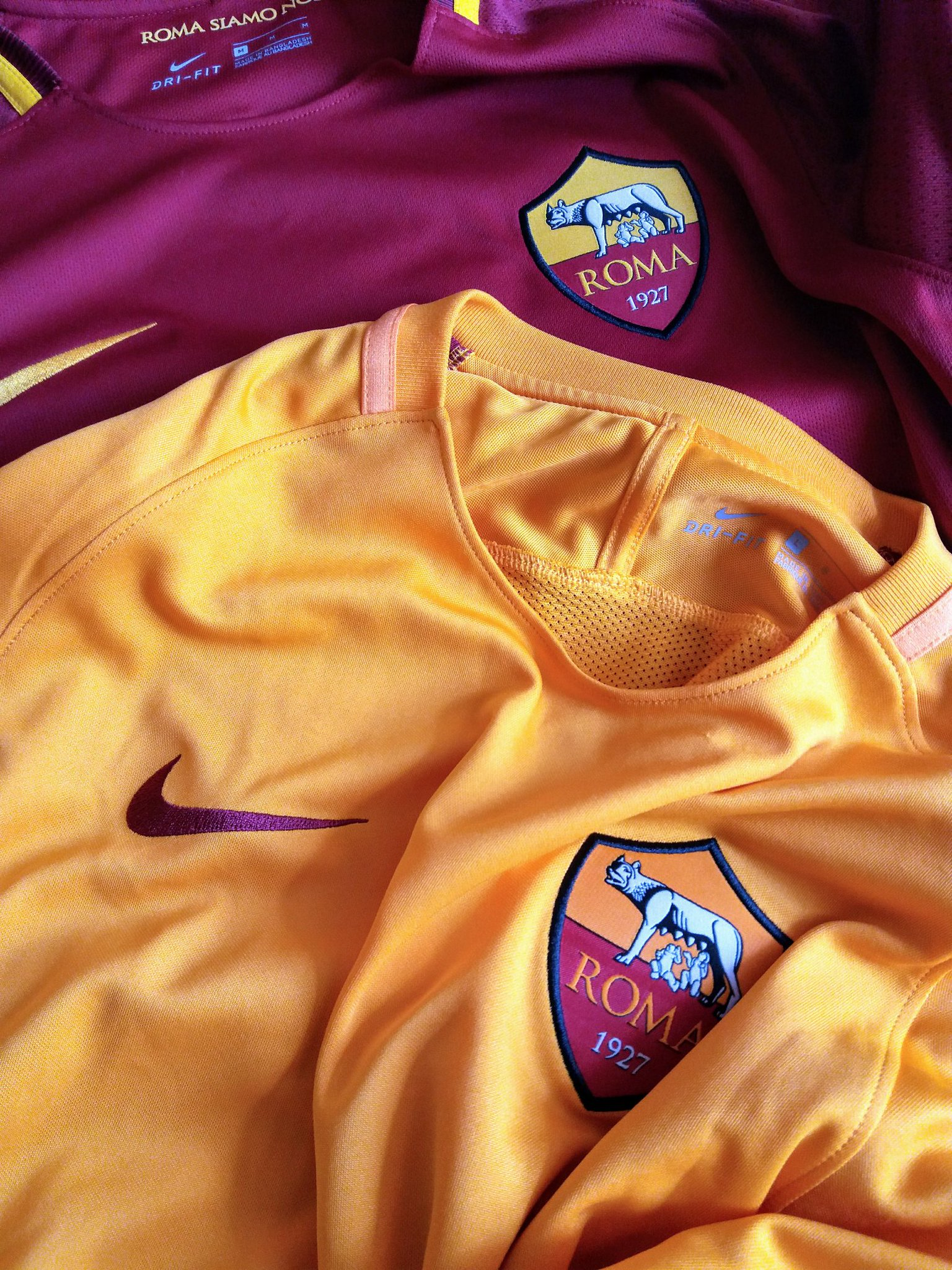perfect colours of summer ... #Roma https://t.co/v5nSyiUrgm