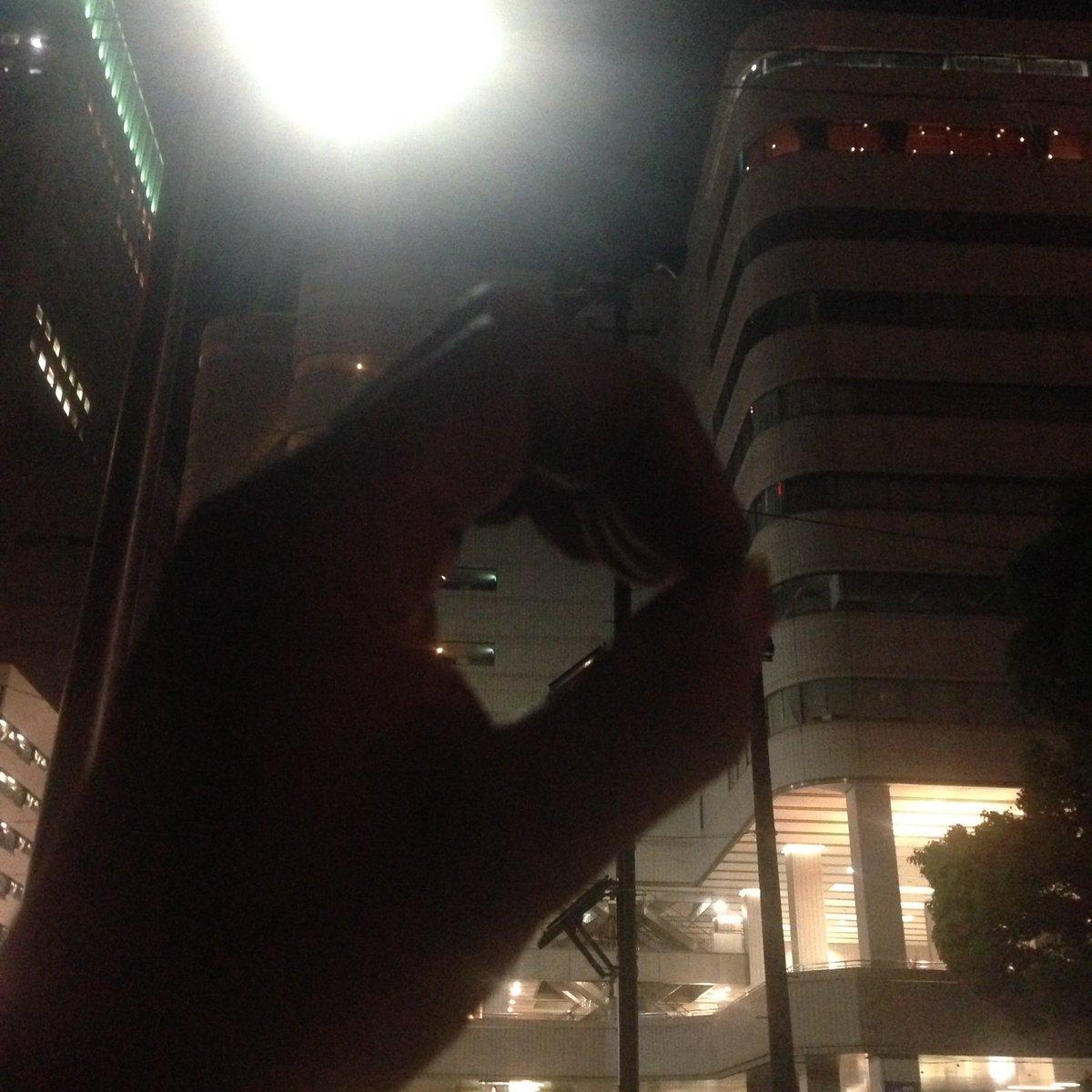 22時47分。   魚釣り終了。   魚の反応まったく無し。   釣果ゼロ。    魚が釣れない予想は当たった・・。  #横浜そごう裏 https://t.co/M6SCSe0wDc