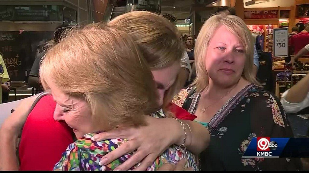 test Twitter Media - Woman reunited with sisters after decades https://t.co/KMZ5tKWPsI https://t.co/PR6oJIbxkS