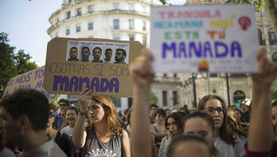 """Liberaron a """"#LaManada"""" y crecen las protestas contra la Justicia de #España https://t.co/g0Mv1CKDXU https://t.co/ASk9XVzJ8l"""