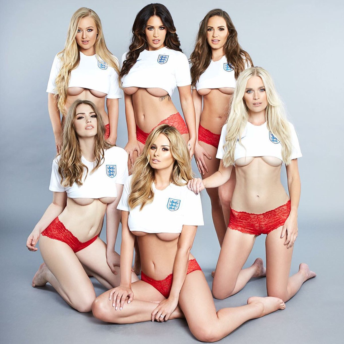 Page 3 of the ☀️ today!   Girl squad! All pretty good upfront. ????⚽️   Come on England!   #Russia2018WorldCup https://t.co/yt2De9bKKE