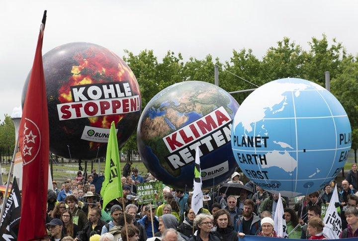@BroadcastImagem: Protesto na Alemanha pede veto ao carvão para gerar eletricidade. Paul Zinken/AP