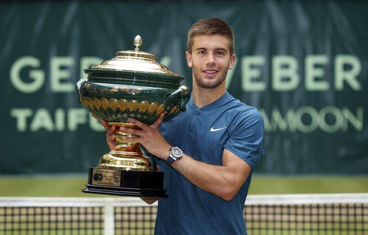 @BroadcastImagem: Coric bate Federer, leva título em Halle e tira suíço da ponta do ranking mundial. Friso Gentsch/AP