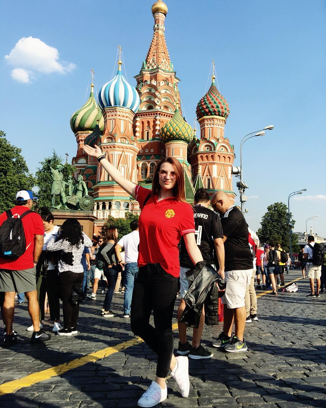 #MUFC fan Violett representing in Moscow. �� Keep sharing your #MUFCmundial pics! https://t.co/YbipCfOEbq