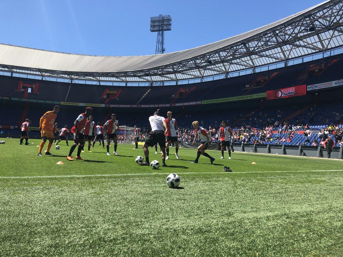 test Twitter Media - 📸 Feyenoord is in De Kuip begonnen aan de eerste openbare training van 2018-2019. De spelers dragen voor het eerst het nieuwe thuistenue! 🔴⚪️⚫️ https://t.co/WIF5CJzt1v