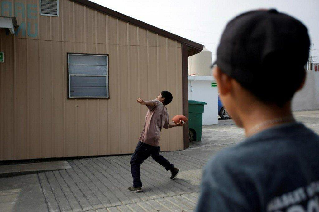 Migrants 'knock at front door' for asylum after Trump crackdown