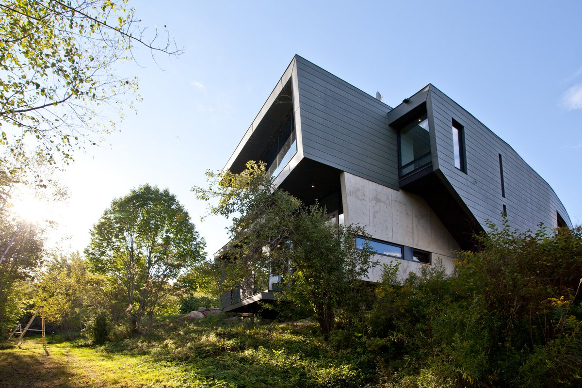 "Port Hope House is described by @inhabitat as a striking ""rock outcropping lifting upwards"" https://t.co/5bvGJCDBxO https://t.co/2L7nGB5Mm5"