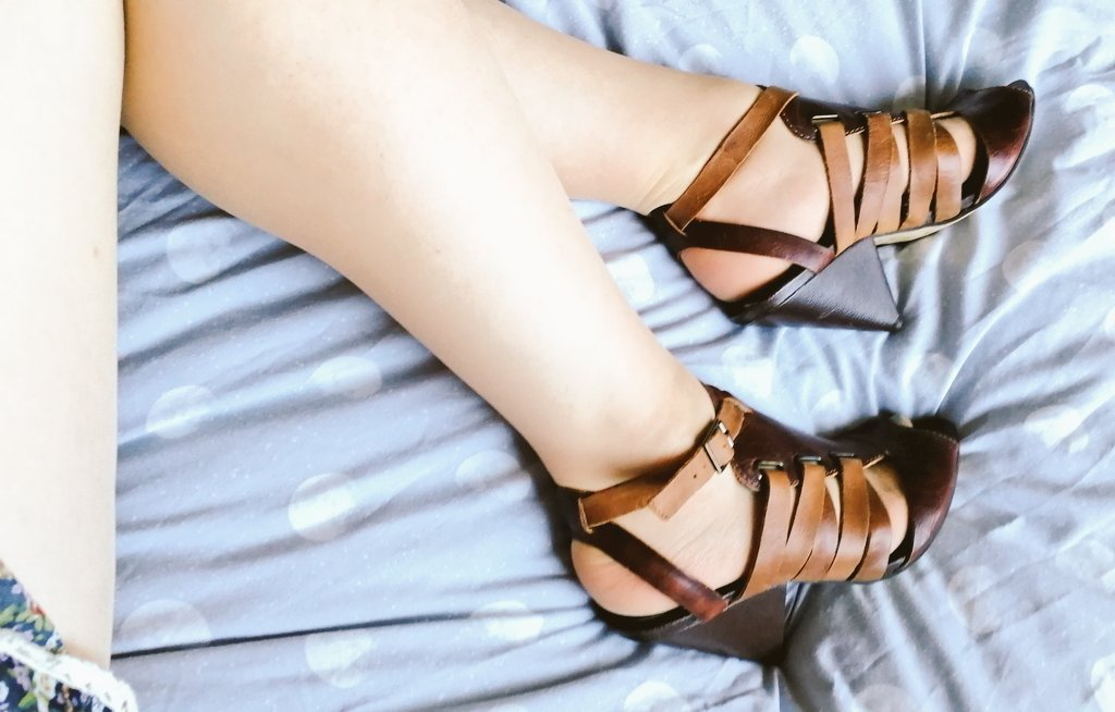 Gotta love charity shop shoes.... 👟❤️♥️ foNkv9ZjIR