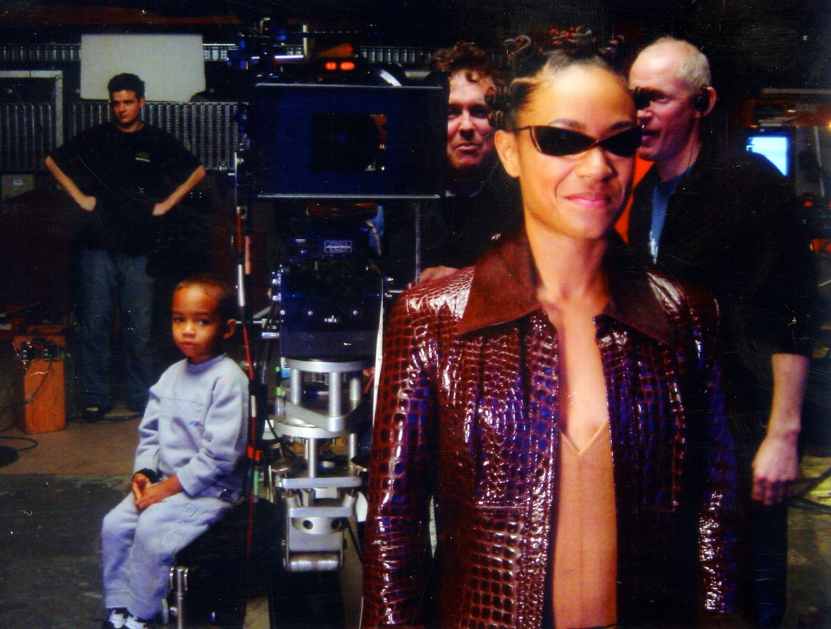 Jaden with me on the set of the Matrix. I can't believe he's about to be 20???? https://t.co/oQkb1q79bc