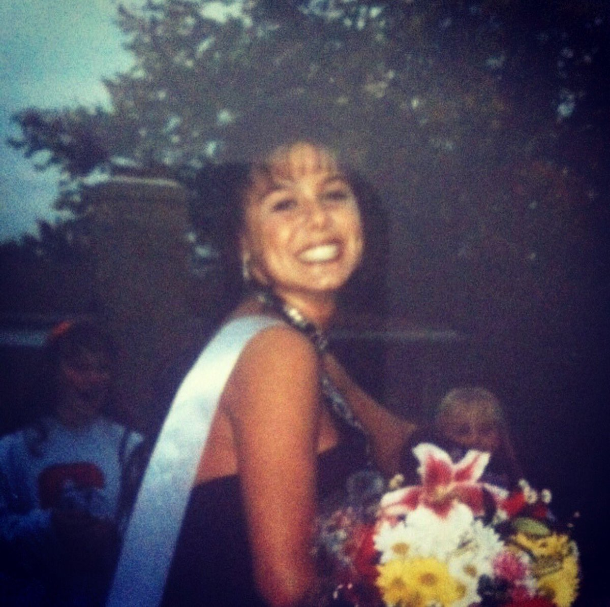 #TBT cheese face :) homecoming queen 👑 DMBs9TLhNr
