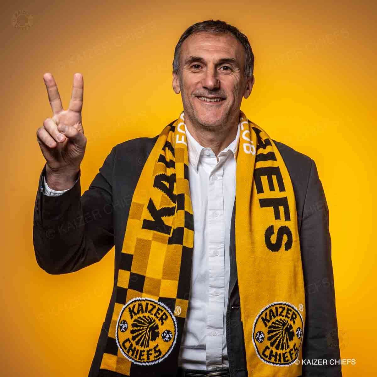 Here he is! Introducing our new coach, Giovanni Solinas. #HeIsHere #Amakhosi4Life https://t.co/O8re9iMPdb