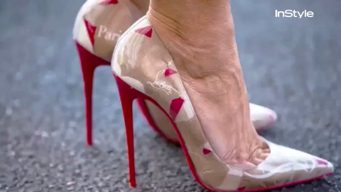@InStyle: Melania Trump got the logo-mania message, and the proof is in her Louboutin pumps. https://t.co/cUm6UQvql1 https://t.co/ngUZEGKa10
