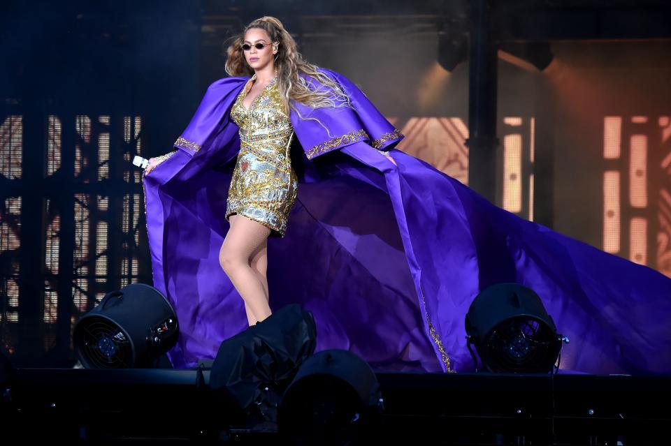 Beyonce's $355M net worth lands her a spot on America's Richest #SelfMadeWomen list https://t.co/Z0J1EcPm1c https://t.co/dTz1lAyhat