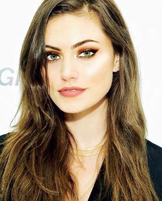 Happy birthday to the most amazing person, the real Phoebe Tonkin!   []