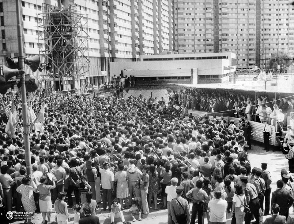 Inauguración de los complejos habitacionales de Villa Lugano. Buenos Aires, 8 de marzo de 1973. AGN_DDF/ Caja 40, Inv: 311021. https://t.co/7xgT0xHNkj