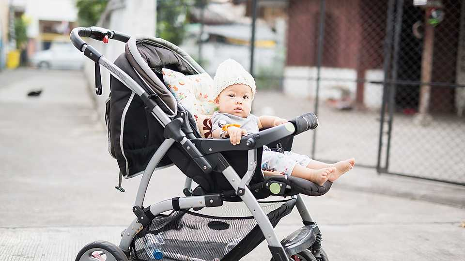 Experts warn: Covering your baby's pram puts their life at risk