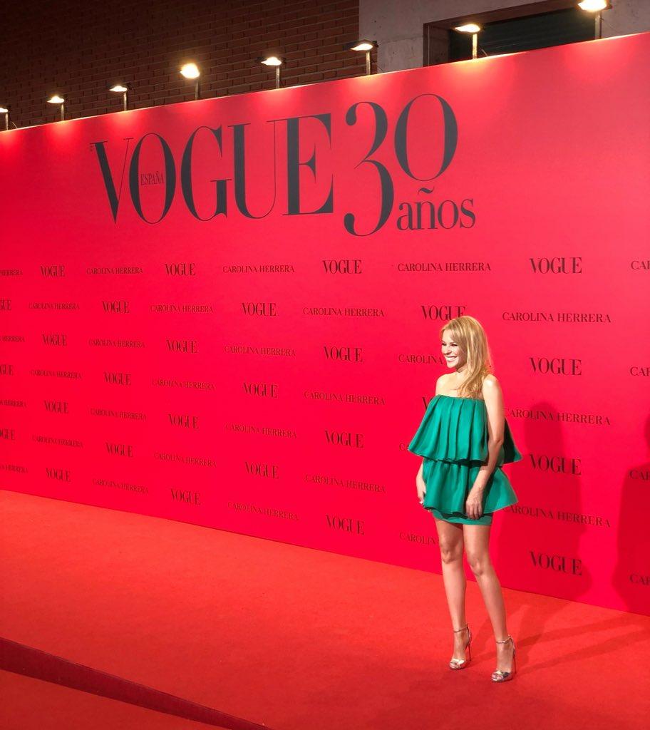 Happy Birthday @VogueSpain! ❤️???? #Vogue30 https://t.co/idTUlXjl0q