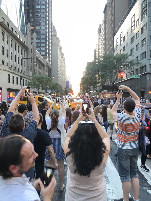 @PatKiernan: The human spectacle of #Manhattanhenge viewers fending off the traffic is more fun than the spectacle itself. https://t.co/18FH1oaDd8