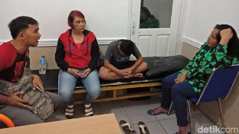 Viral Polisi Pangkat AKBP Pukul Pencuri Wanita di Babel https://t.co/XvAGMG9Uqn https://t.co/wSBNogG4H7