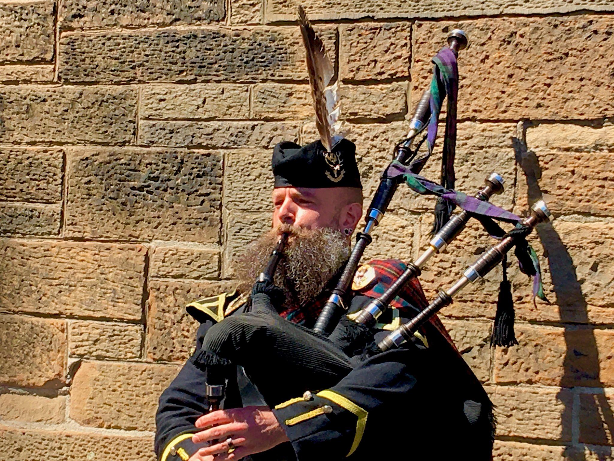 Odyssey Scotland 2018, Bagpiper in front of Edinburgh Castle. https://t.co/79cUaQ9WW0