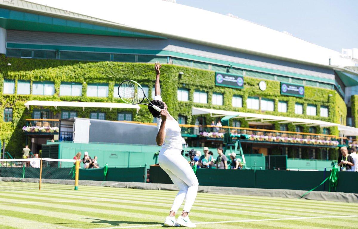 Look familiar right? It's that time...tomorrow! #wimbledon2018 #tennis https://t.co/yaDDCbIf0P
