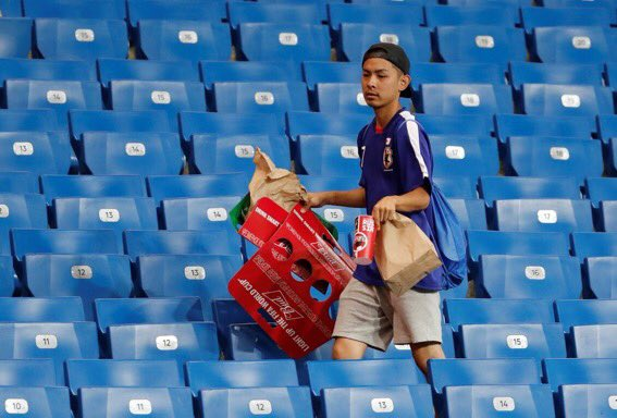 Knocked out of the World Cup and the Japanese fans are still staying behind after the game and tidying up the mess in the stadium, Japanese fans you are incredible. https://t.co/Bk7zDPRwtu