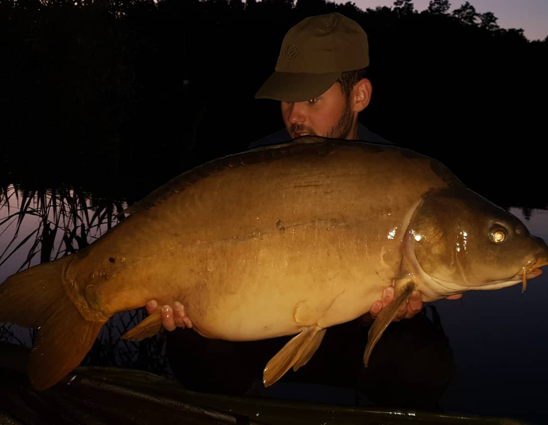 41.4lb 💪👌🙌 #carpfishing @TeamMainline @KordaOfficial https://t.co/DuqC1OCtZG