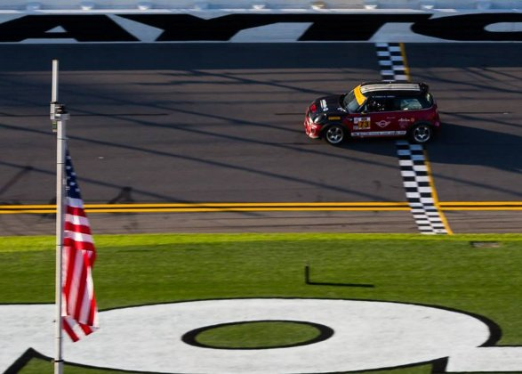 Happy Independence Day from your friends at MINI! https://t.co/7GPCIFPFQl