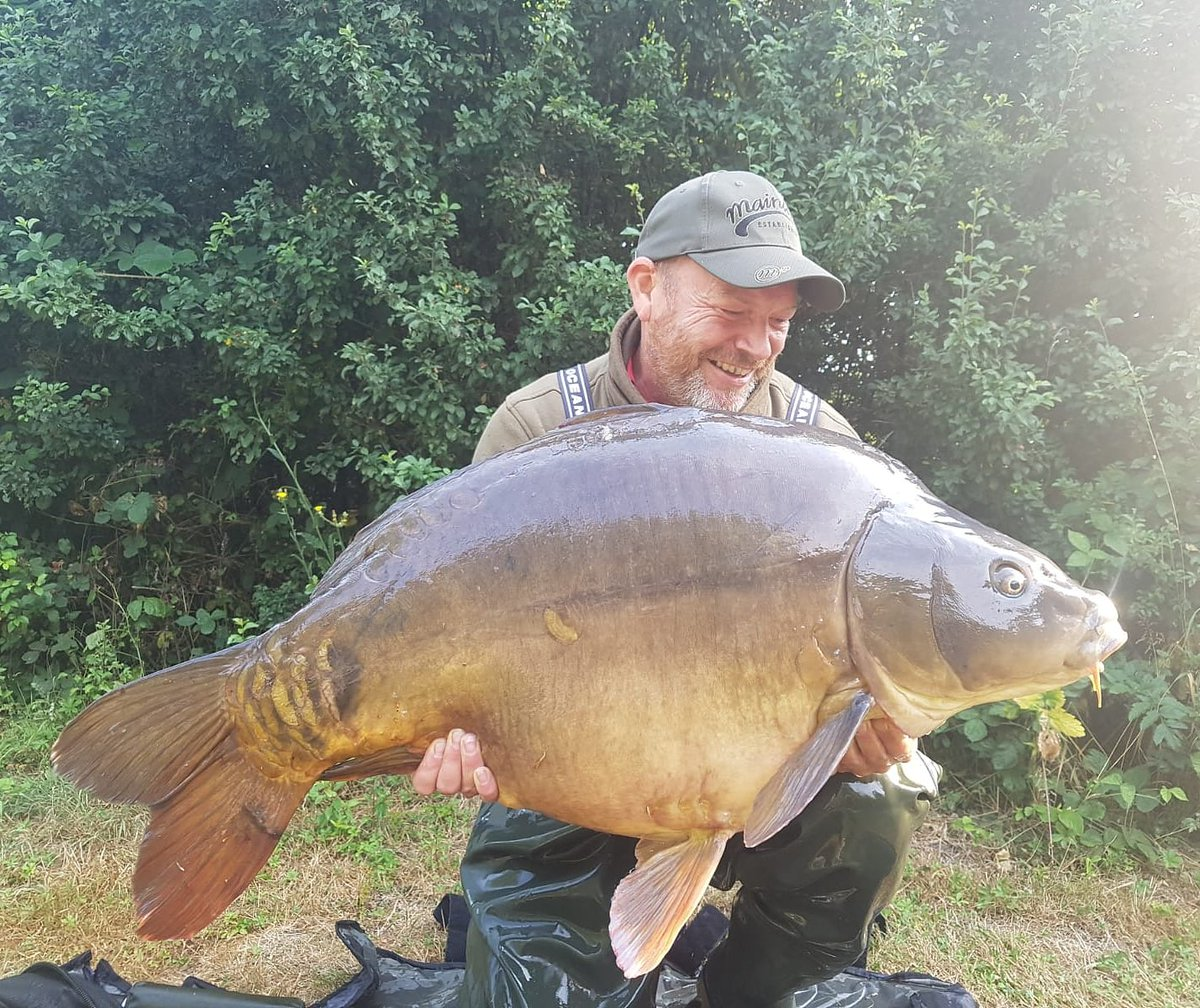 62lb 14oz an absolute beast of a <b>Mirror Carp</b> and a new PB for Lee Smith #cretelakes #carpfish