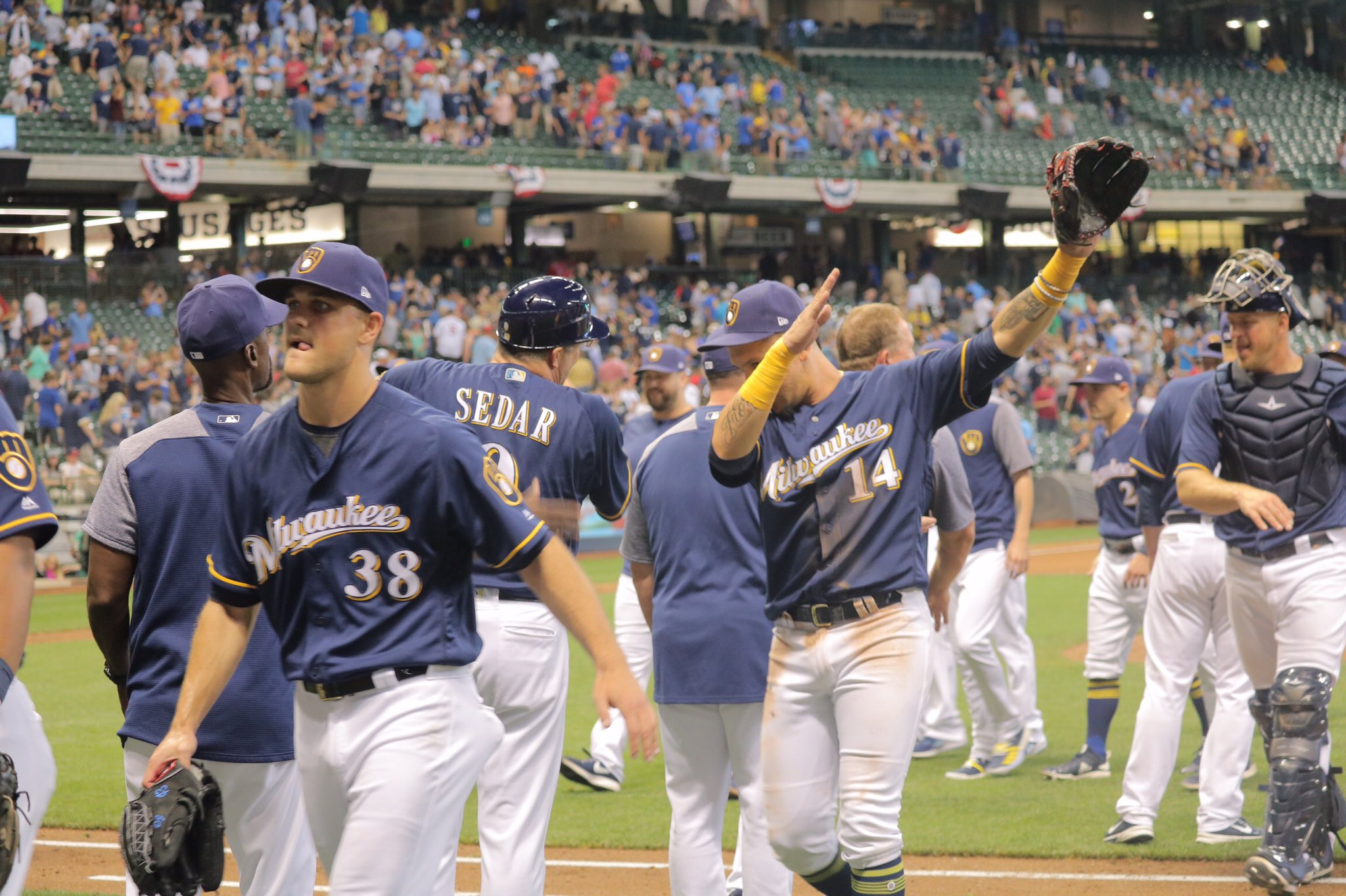 #Brewers win 7-2! A 3-run 8th put the game out of reach. #ThisIsMyCrew https://t.co/a5BGtgyEPw