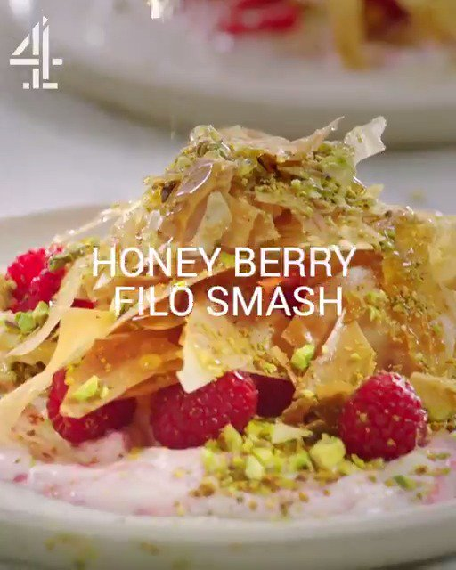 First look at tonight's #QuickAndEasyFood recipe, Jamie's Honey Berry Filo Smash - @Channel4, 8pm! ???? https://t.co/4S9kfi31Hk