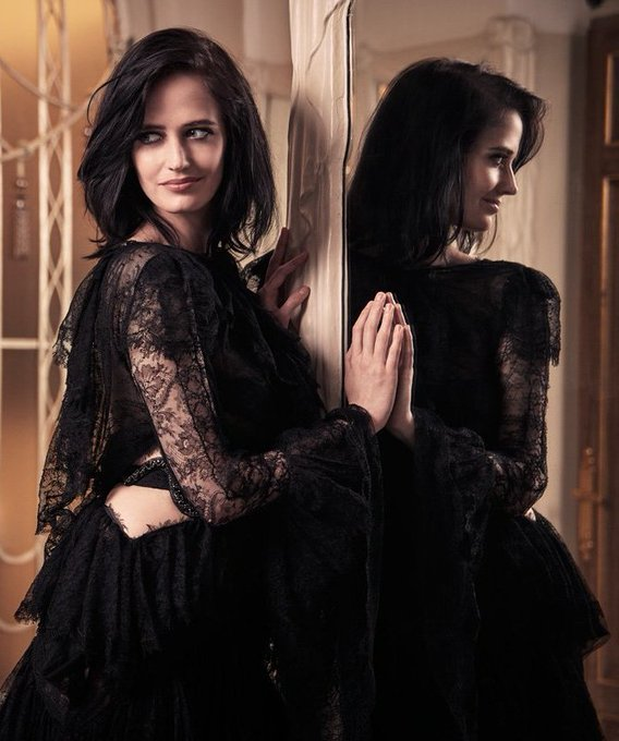Happy Birthday to this unbelievably talented, beautiful and strong woman!!! I love u sm Eva Green