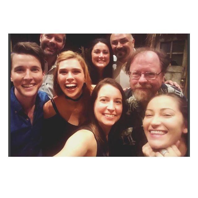 I LOVE THESE HUMANS!! 💕 #DaveThomasBrownFanClub uZySztwdcK e2rpdgpeuh