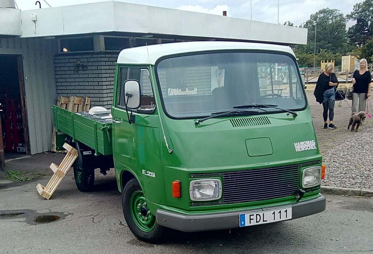 """test Twitter Media - I feel I should know this small truck by another name. I'm pleased with the quick snap though, almost looks like a brochure pic. """"Available in Three more exciting colours for your business. From 100000Sk"""" https://t.co/nZ3Wx2LUhU"""