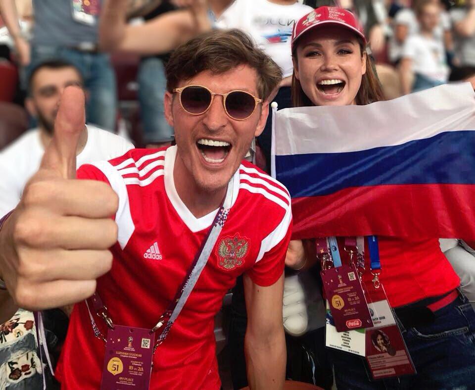 Россия, вперёд  ???????? Любим, надеемся, верим!  #worldcup2018 https://t.co/dAdcfvHyfB