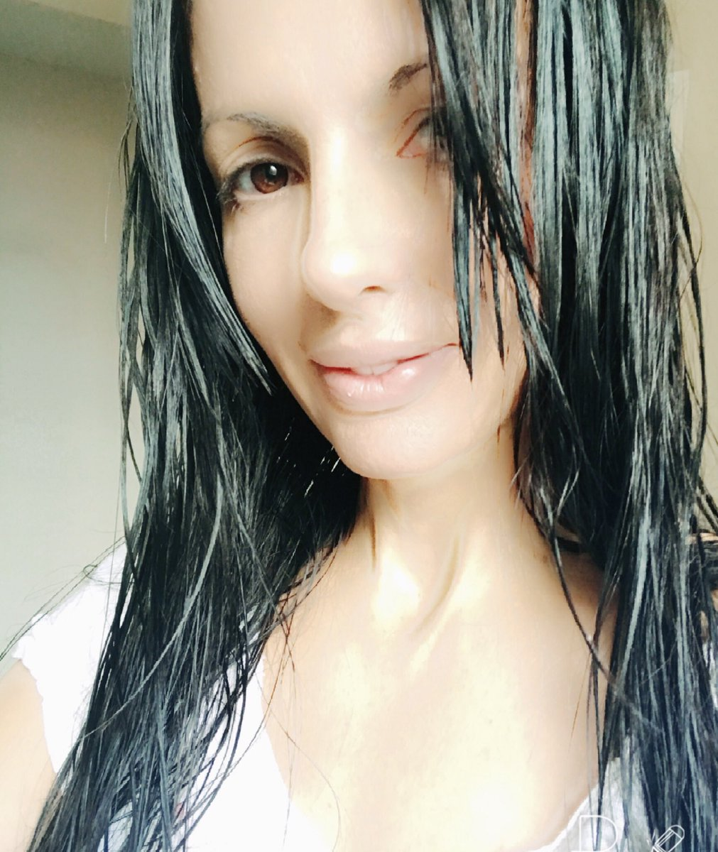 Out of the bath. My face is naked for you. Hope you all have a happy day.💕 7qXsy2elbl