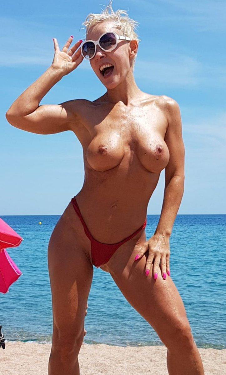 2 pic. Happy sunday 😎 #boobs #milf #Sexy #summerpic #booty #SundayMotivation #milfmotivation /