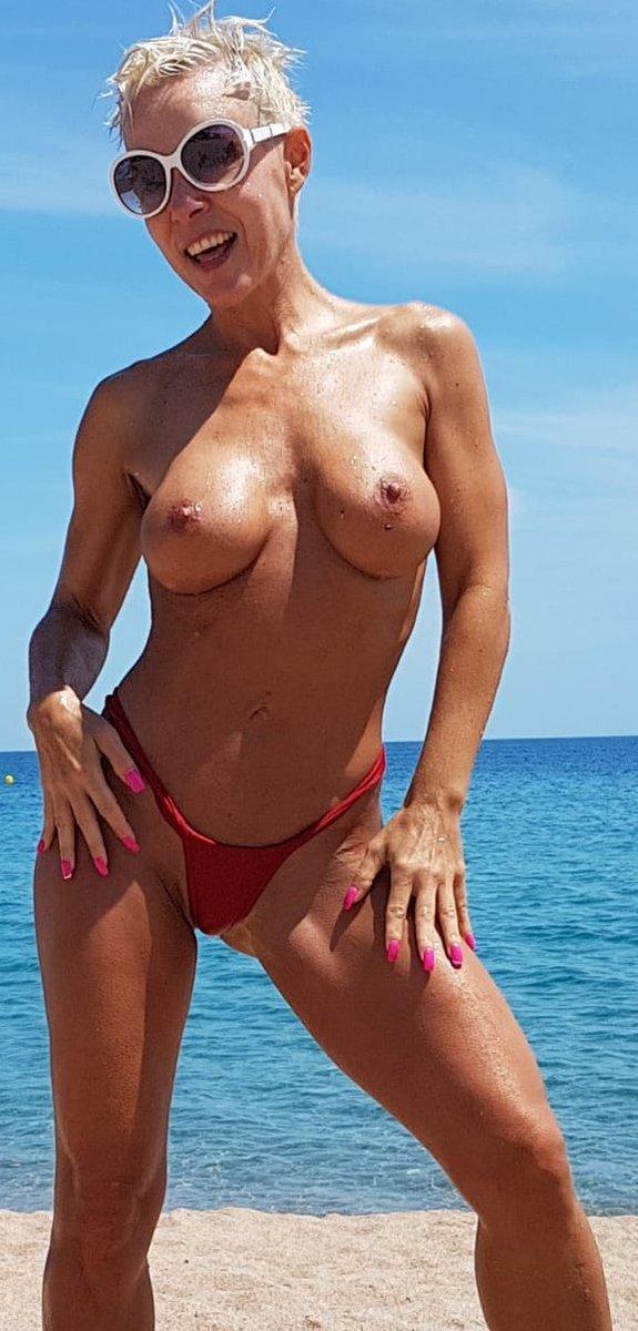 1 pic. Happy sunday 😎 #boobs #milf #Sexy #summerpic #booty #SundayMotivation #milfmotivation /