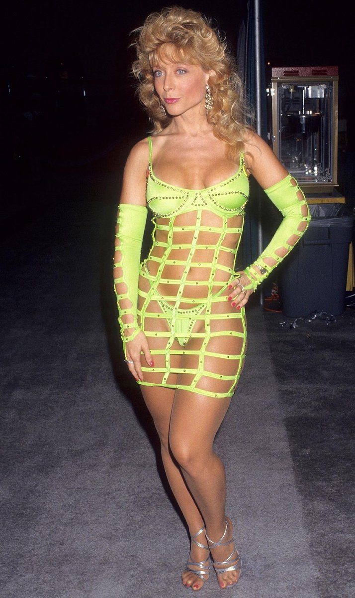 Full-on '90s Nina This is why I can't wear #neon ever again. Yes, I was that tan! ySs74