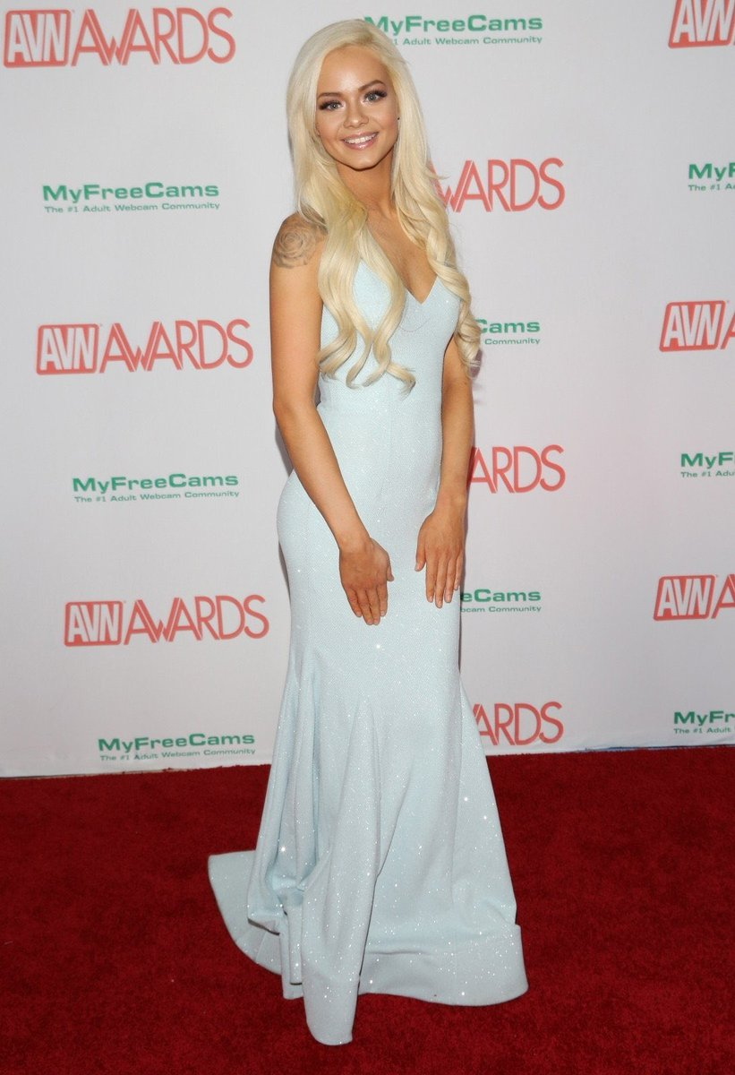 This is my acting like I'm Elsa from frozen on a porn red carpet IxP8agllB1