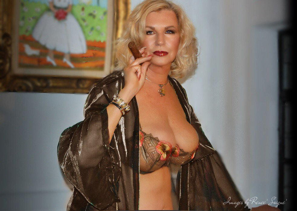 Happy Monday from #upstateny ! Let's be play or skype. #mature #naughty #girlfriend #goddess #38ddd #all