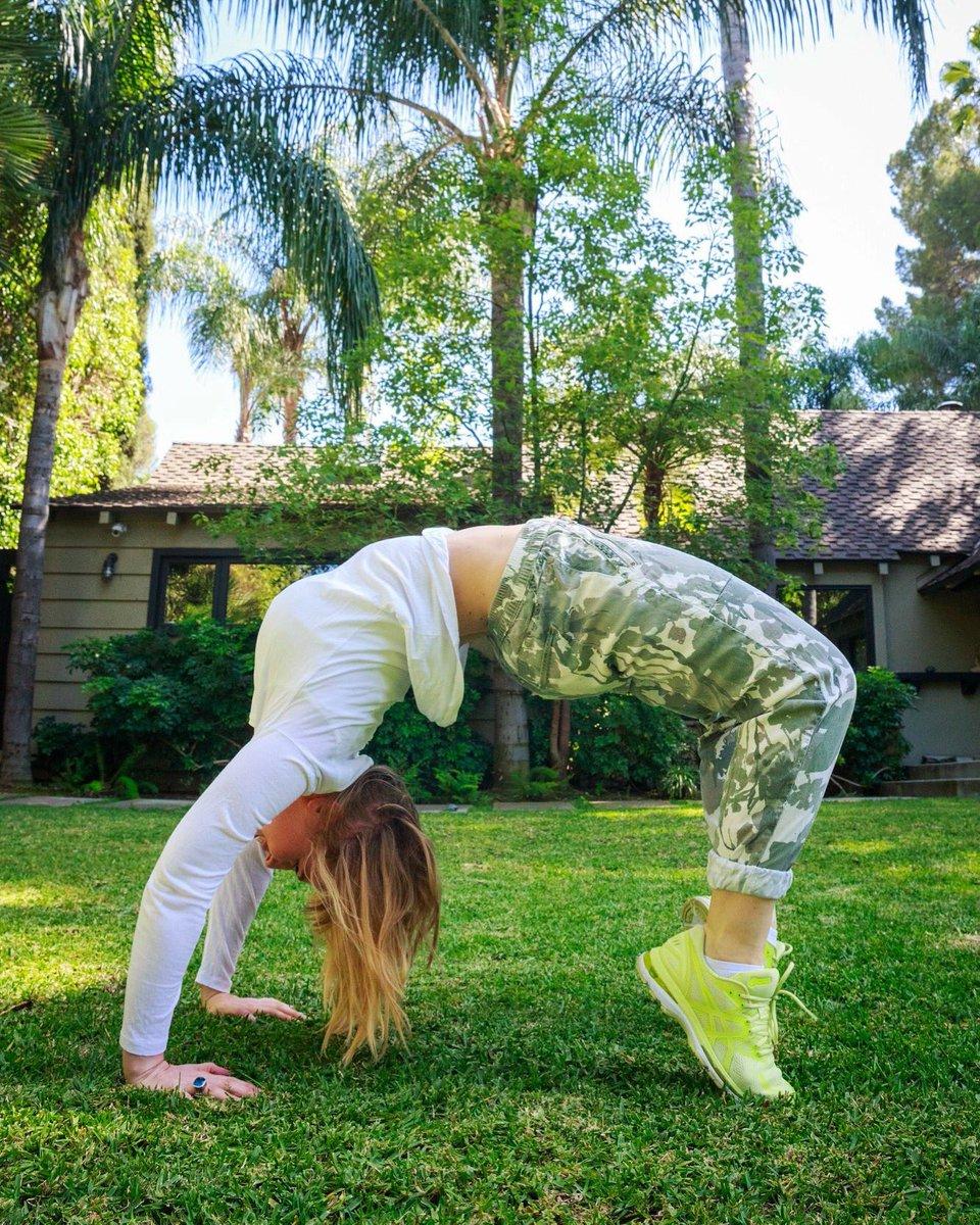 I bend so I don't break. #workhardplayhard #getoutside  ????: Kristin Burns https://t.co/cRrpdUCszC