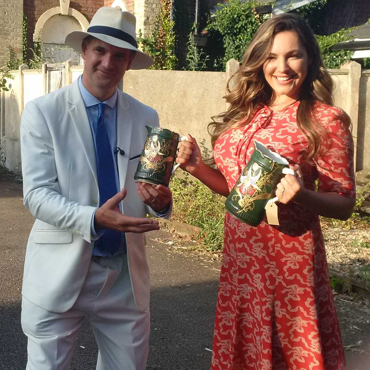 RT @HansonsAuctions: And we keep on buying...... Good to see @IAMKELLYBROOK is an antique fanatic! https://t.co/f89Lp9VN1A