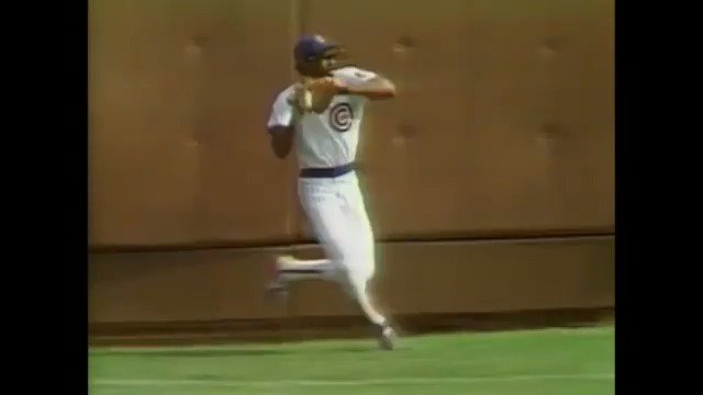 On The Hawk's birthday, let's take a look back at this unreal throw from his 1987 MVP season. https://t.co/5yIdg3TB70