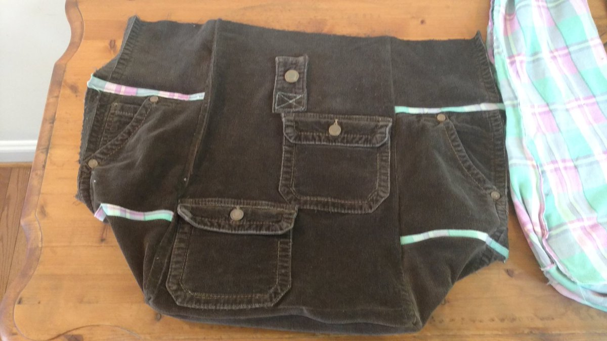 2 pic. My first back pack sale is almost complete can wait to send it out to the new owner /