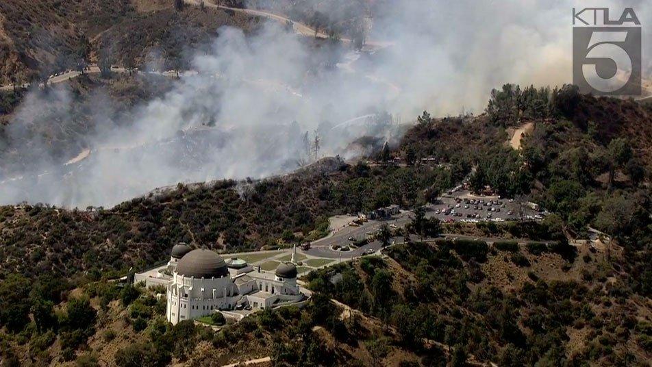Brush fire breaks out at Los Angeles' Griffith Park https://t.co/fIIhtdEDoO https://t.co/iuBDKi89QM