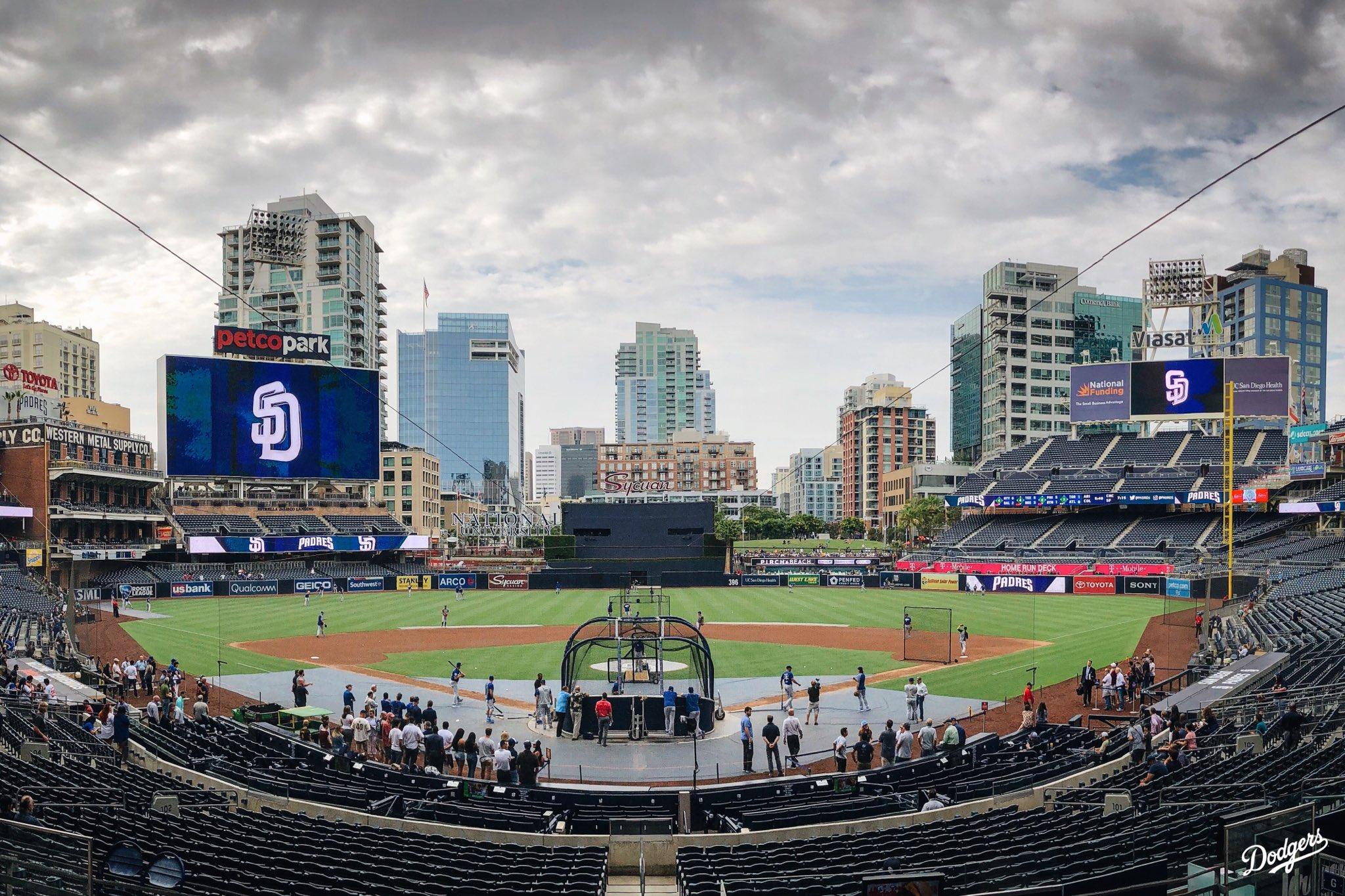 Time to work. #Dodgers https://t.co/CTuZjSc7kS