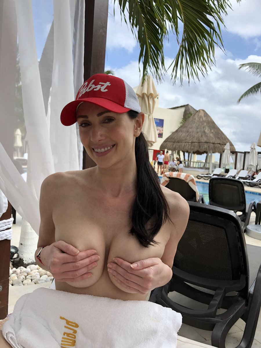 Desire Resorts in Mexico #VacationIn4Words HkqDIr4tUf