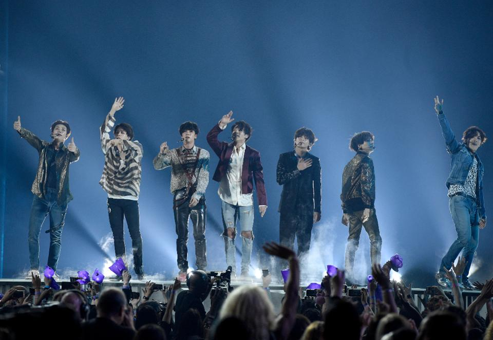 K-pop group BTS has one of 2018's bestselling albums in the U.S. https://t.co/zXbnSLnBK1 https://t.co/JUUdYYUB73